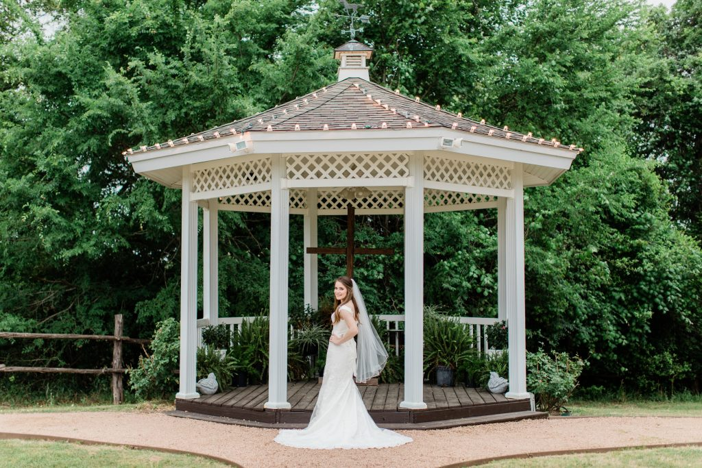 aggie bridal portraits tara barnes photography inn at quarry ridge gazebo
